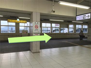 平塚駅西口から右へ